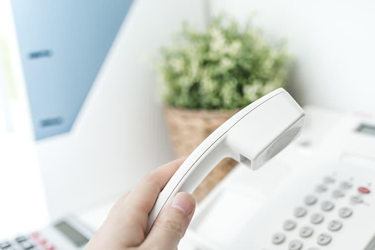 まずは、博愛社にお電話ください。専門スタッフが案内しますのでご安心ください。